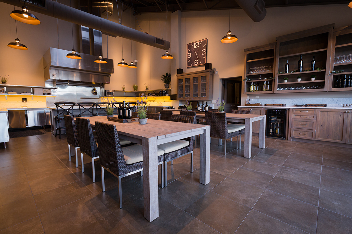 DINING ROOM & COMMERCIAL KITCHEN